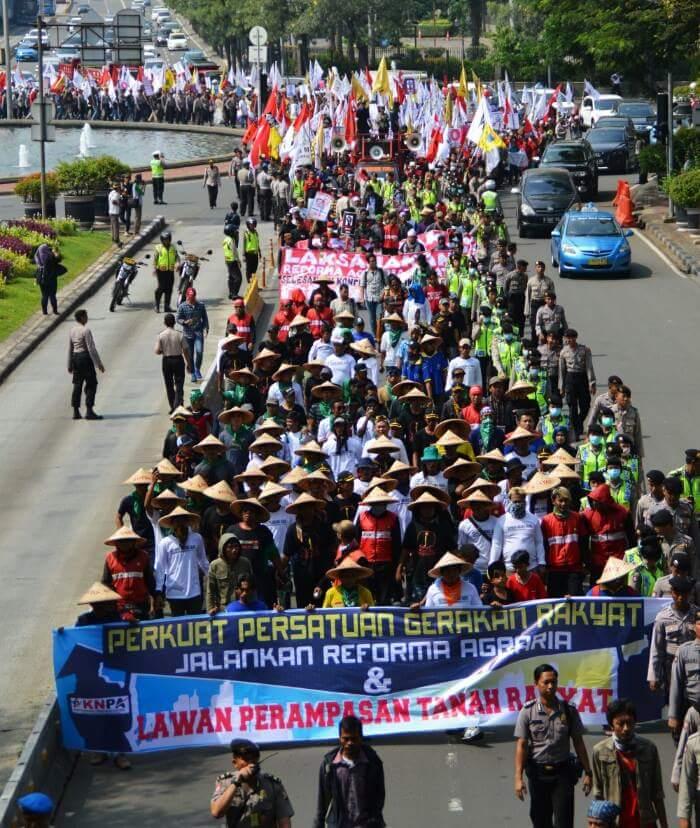 Sepuluh ribu petani tumpah ruah di Istana Negara Jakarta (27/09/2016), tagih janji Presiden Jokowi untuk laksanakan Reforma Agraria Sejati (photo by KNPA)