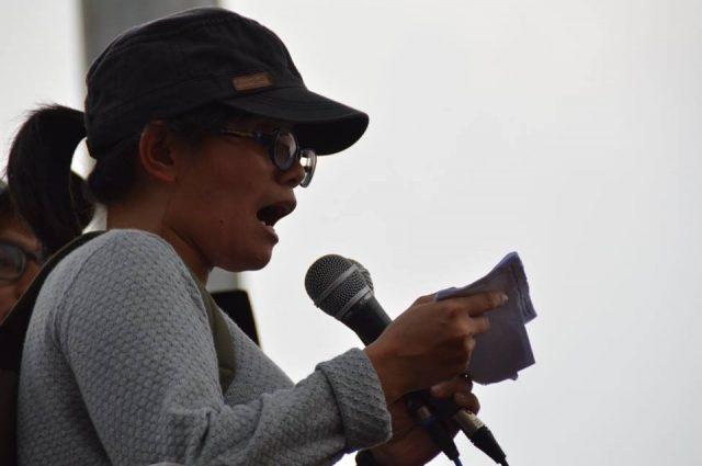 Dewi Kartika, Kordinator Umum Aksi Hari Tani Nasional 2016, membacakan pernyataan sikap KNPA di Depan Istana Negara Jakarta (photo by Ambran)