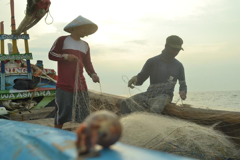 Budi Laksana (pakai caping) rentannya menjadi Nelayan Tradisional diperlukan Kehadiran Negara untuk memberikan perlidungan dan Pemberdayaan (Foto: dokumen pribadi)